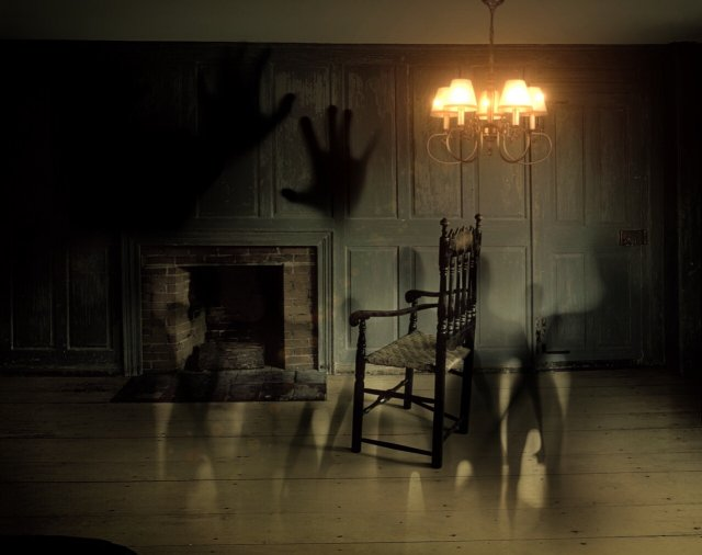 Haunted room escape game
